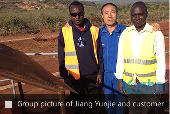 group picture of Jiang Yunjie and the customer