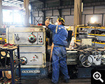 Xinhai workers are operating equipment