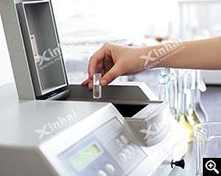 El personal de prueba de procesamiento de minerales está llevando a cabo la prueba.